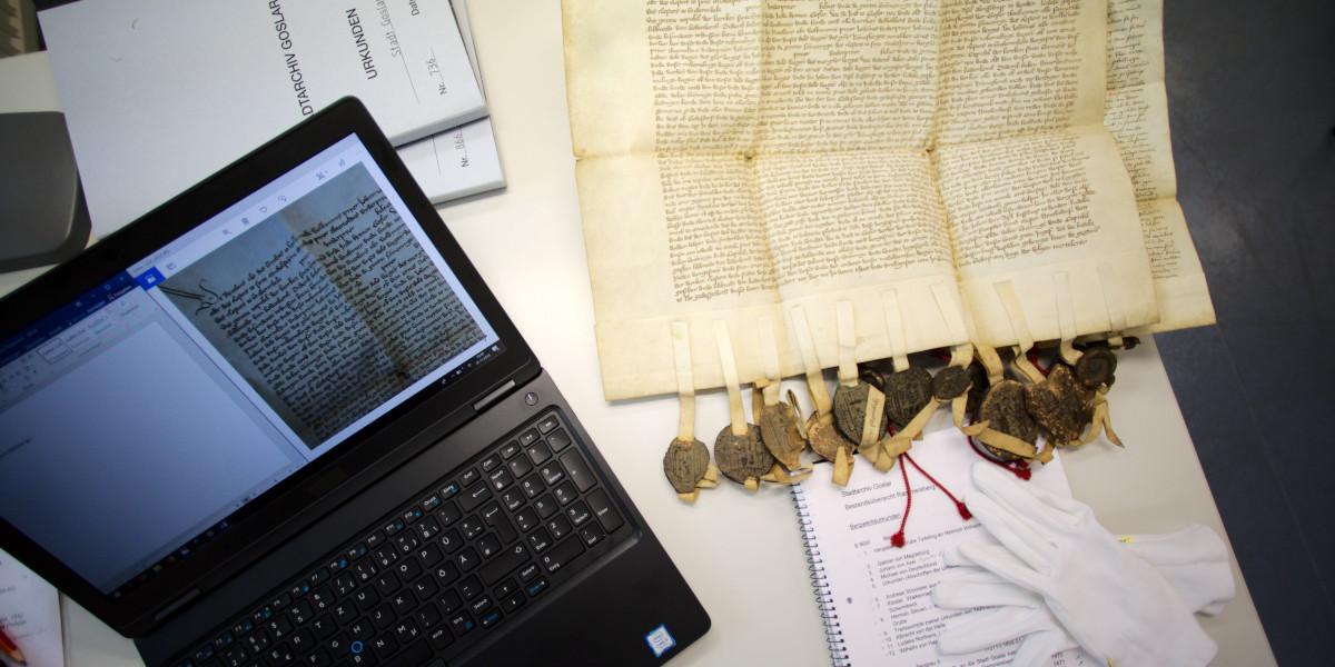 Historische Dokumente (Foto: Jessica Meyer)